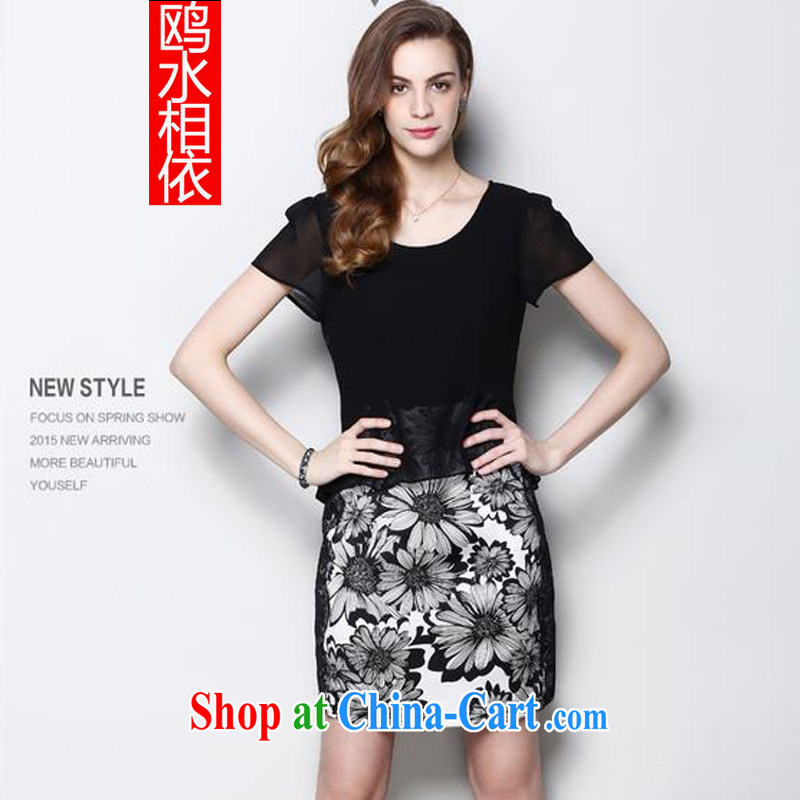 Nine water dependency 2015 summer new temperament and yarn larger silk black-and-white floral dress fall in love with a model with a short-sleeved sauna silk package and black XXXL